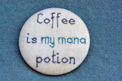 "Anstecker ""Coffee is my mana potion"""