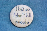 "Anstecker ""I knit so I don't kill people"""